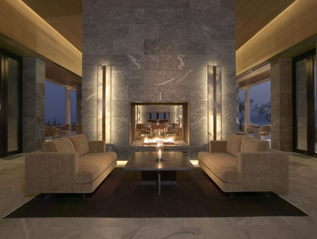 3-amanzoe-restaurant-lounge-fireplace